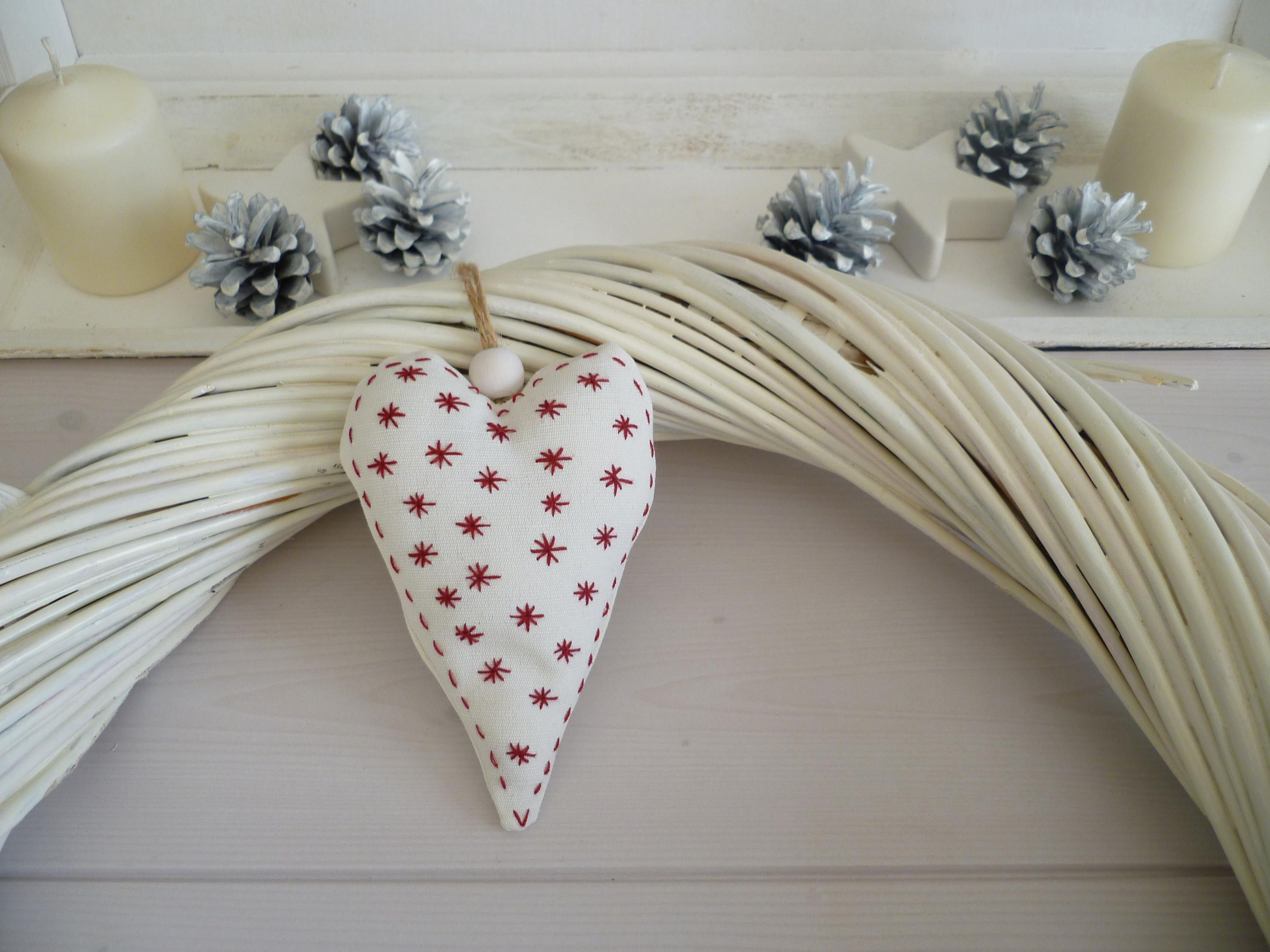 Coeur de noel decoration style scandinave decoration de spain brodé en rouge de la boutique PetiteCurieuse sur Etsy