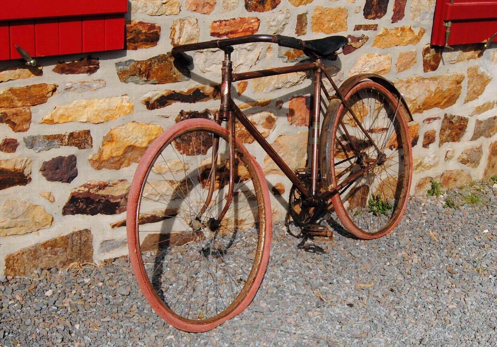Le Nomade sur deux roues.: Le vélo n'est pas un moyen de locomotion. C'est un...