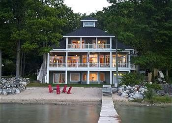 La Dolce Vita On West Bay Traverse City Has Air Conditioning And Dishwasher Tripadvisor Vacation Home Water House House Rental