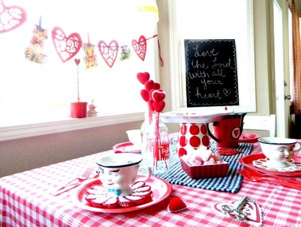 情人節在家吃飯, 準備戀愛佈置, 比砸大錢愛的更深