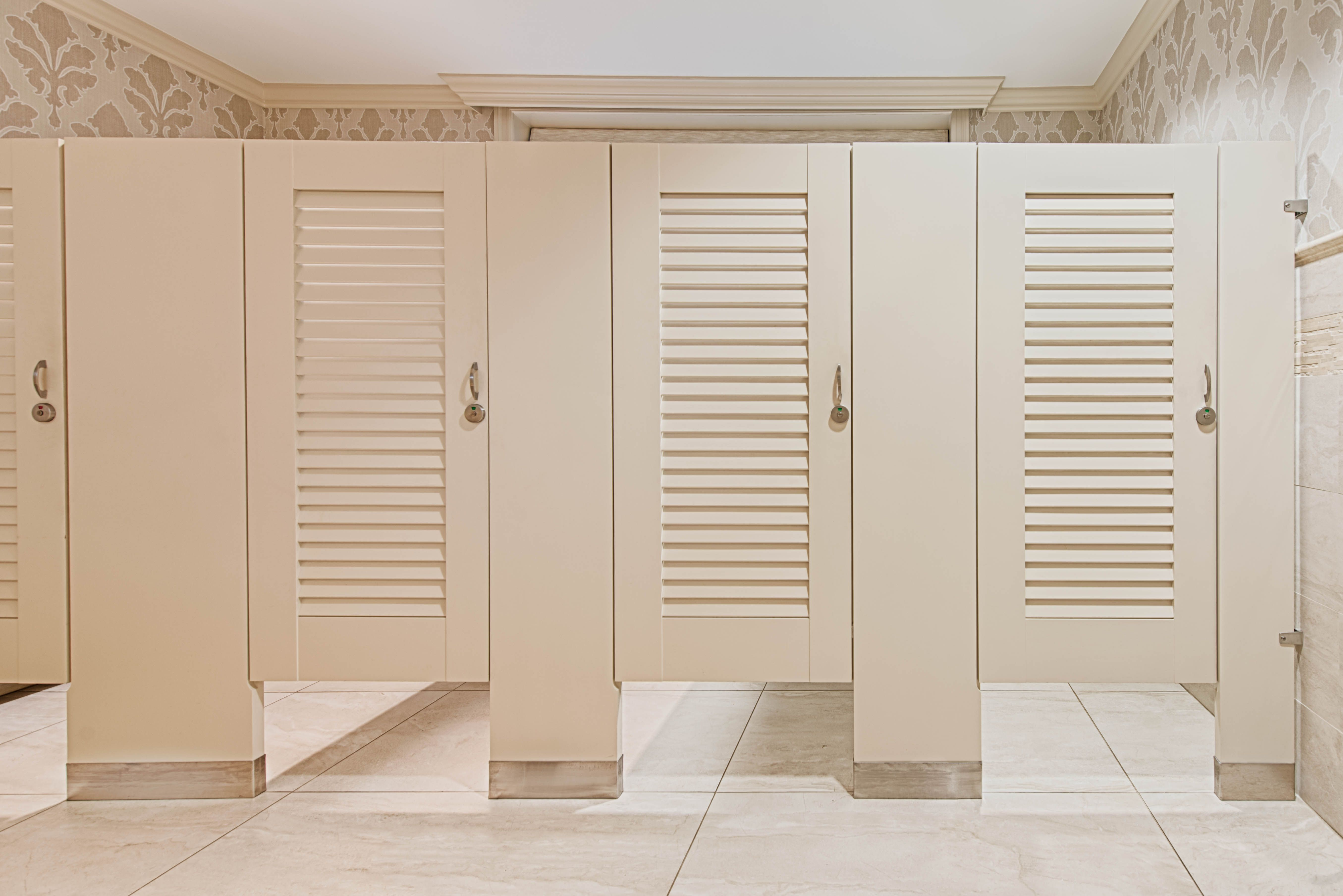 Ironwood manufacturing zero sightline louvered bathroom for Louvered bathroom stall doors