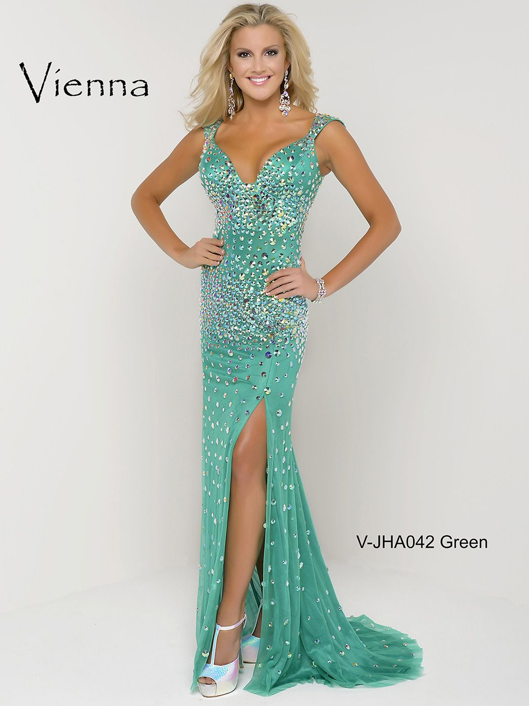 Show off your amazing figure in this form fitting Vienna pageant ...