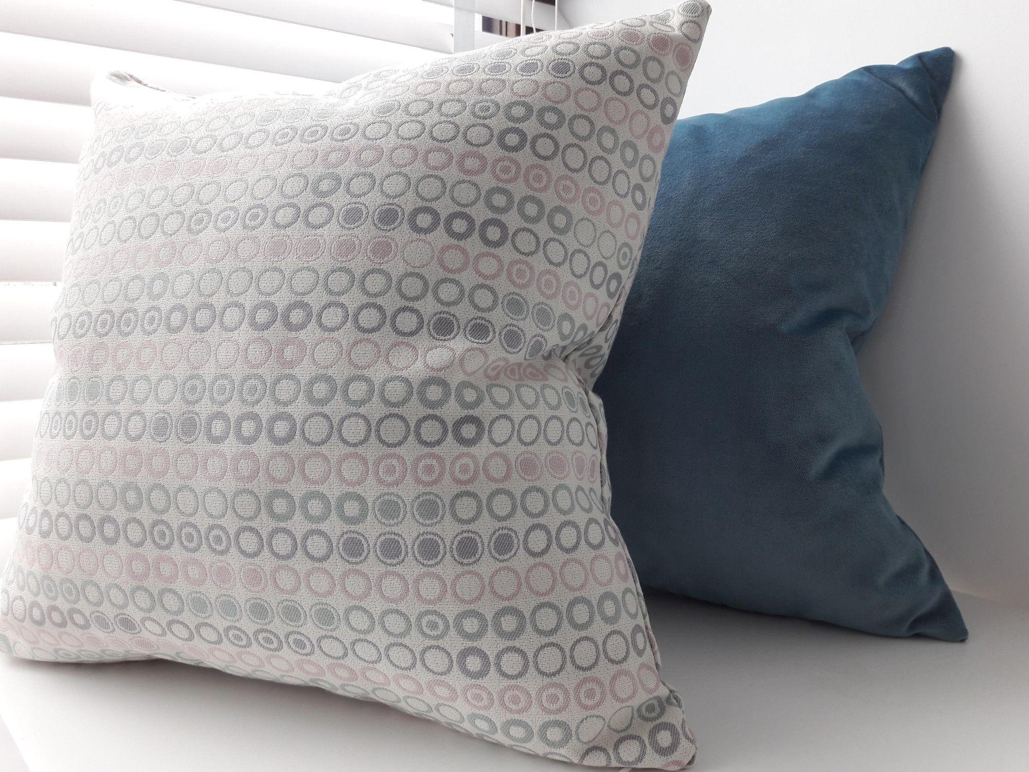 Poduszki Dekoracyjne Do Salonu W Pięknych Pastelowych