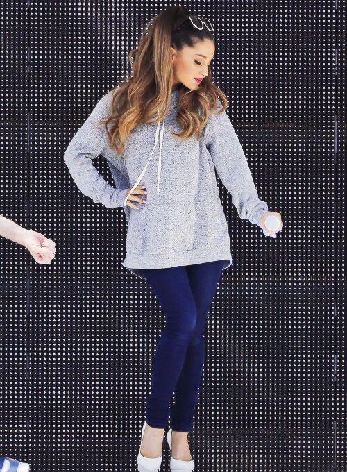 super popular d8e34 8ad2f 10 Outfits que todas deberíamos copiarle a Ariana Grande