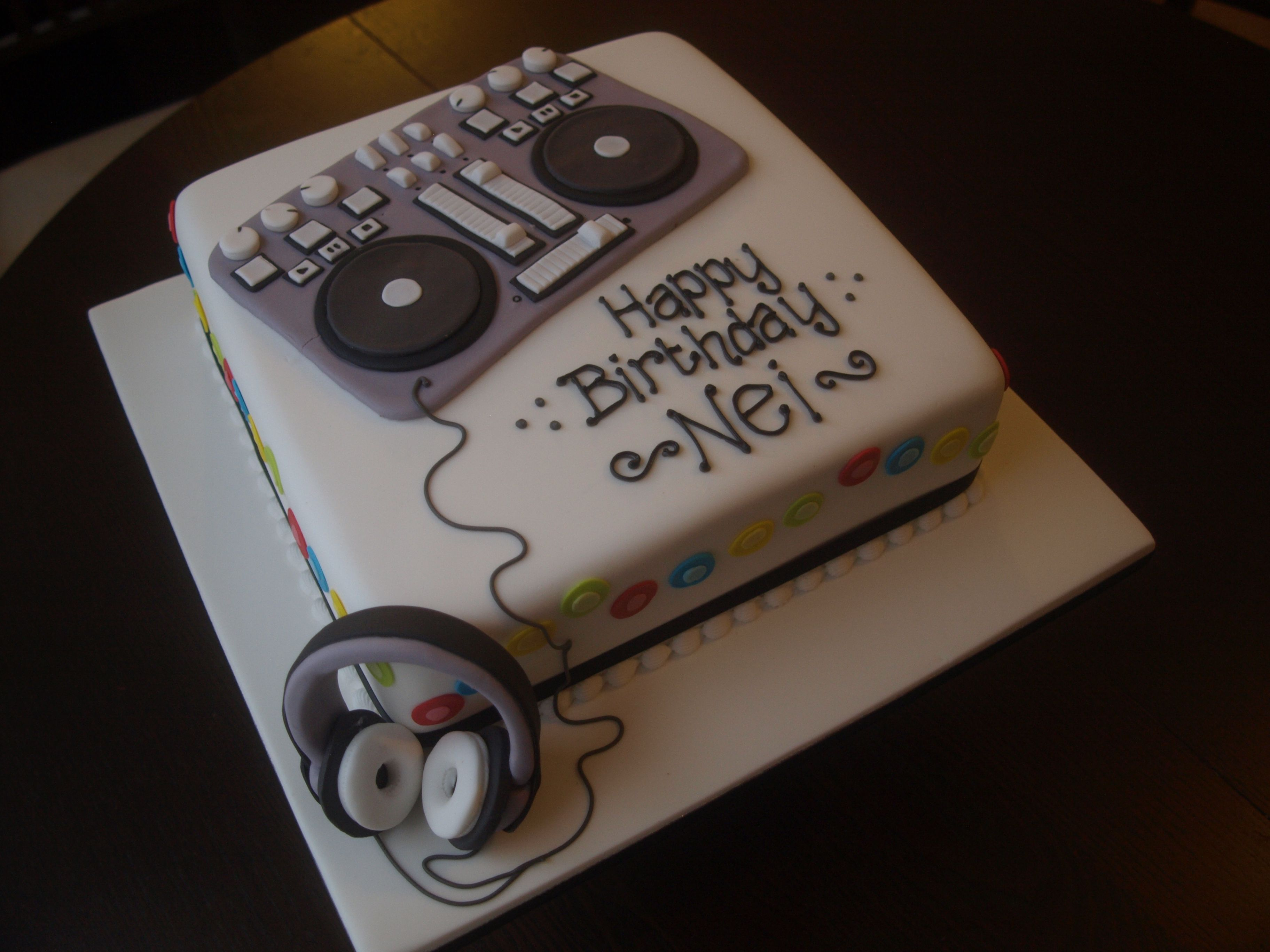 Awesome Dj Decks Birthday Cake By Bedford Cake Maker I Love Thhat Cake Co Personalised Birthday Cards Cominlily Jamesorg