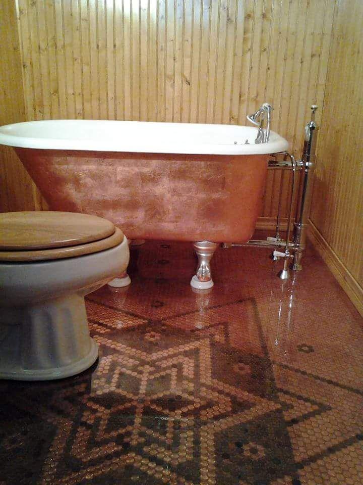 My Bathroom! Penny floor ... 14,000 pennies, copper gilded the 4 ...