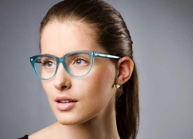 Confira aqui as principais dicas para escolher o óculos de grau que combina  com o seu tipo de rosto e estilo. Tire suas dúvidas aqui! 3dde223094