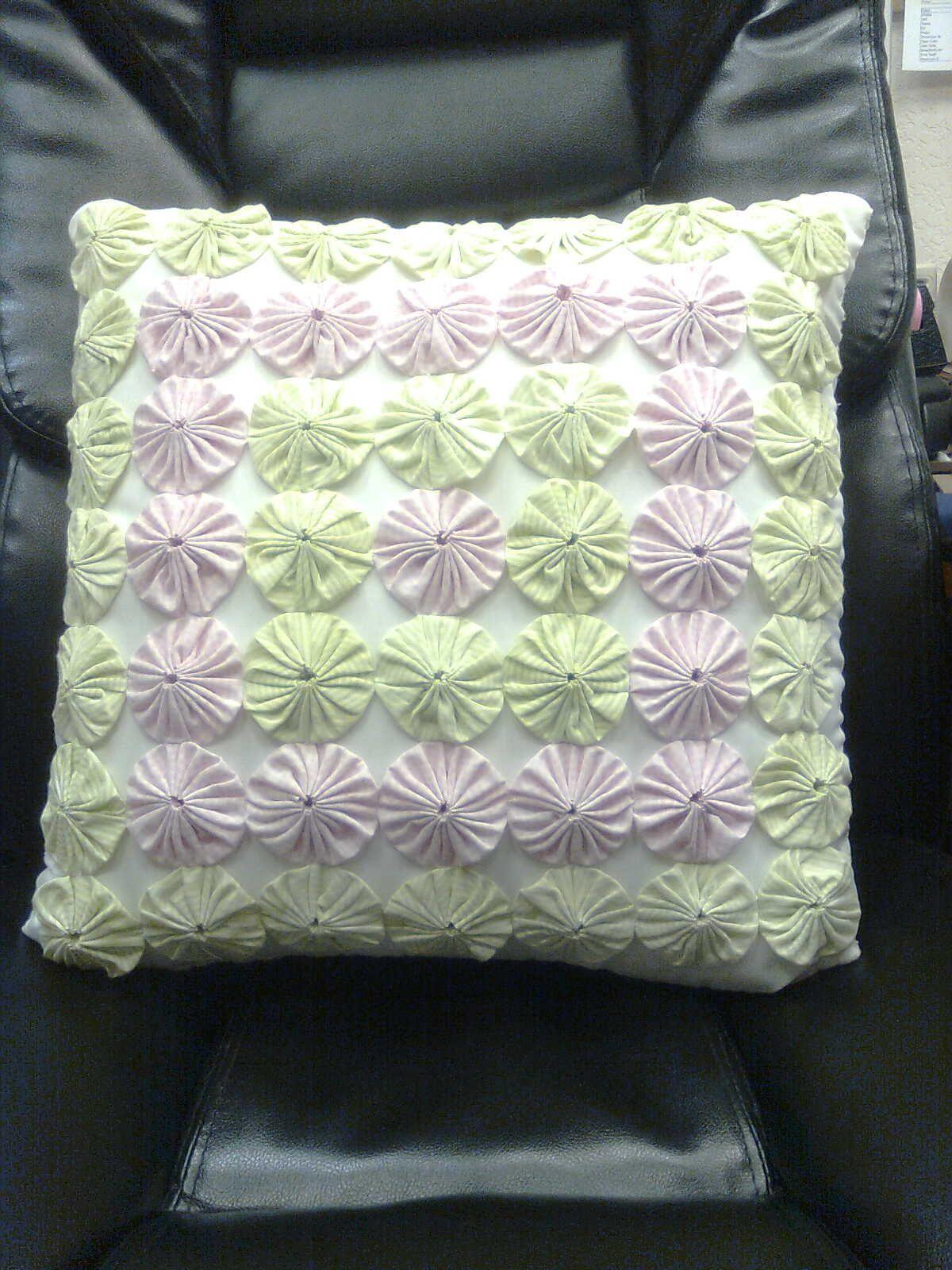 Fuxico pateorck pinterest yo yo pillows and room