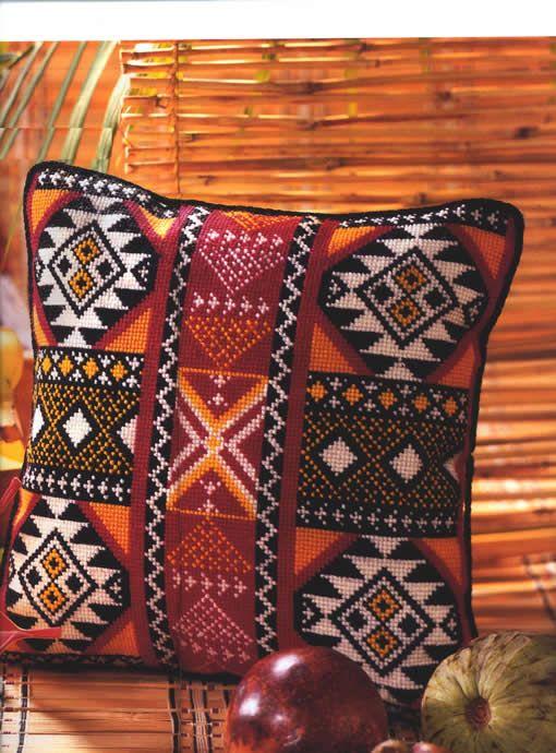 Подушка с орнаментом фото | Подушка, вышитая крестиком ...