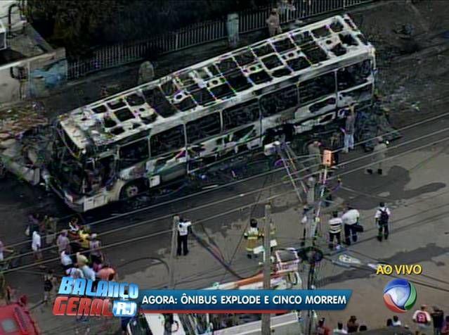 Ônibus pega fogo após bater em poste e deixa ao menos oito mortos em São Gonçalo - Notícias - R7 Rio de Janeiro