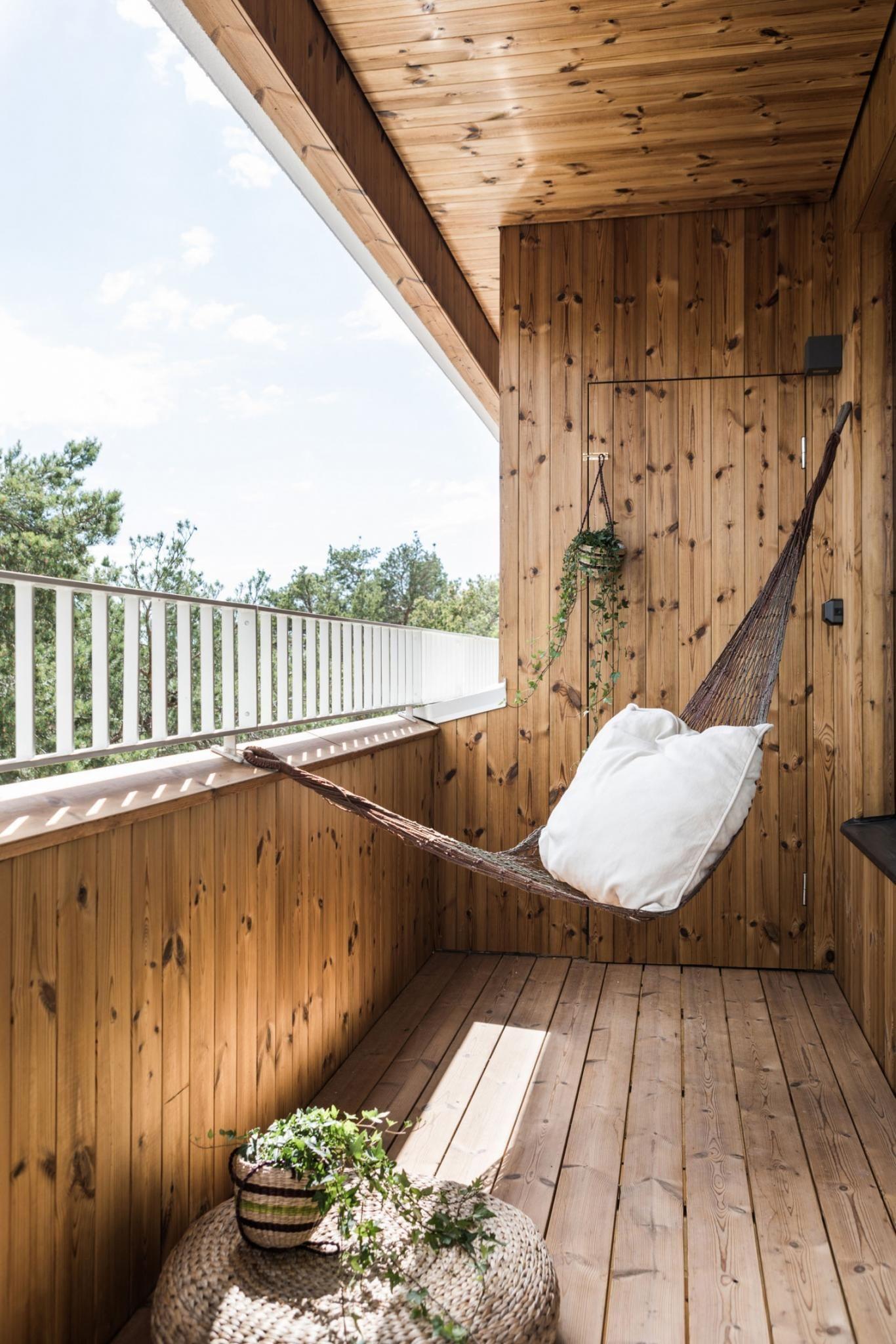 Une maison contemporaine en bois avec patio - PLANETE DECO a homes ...