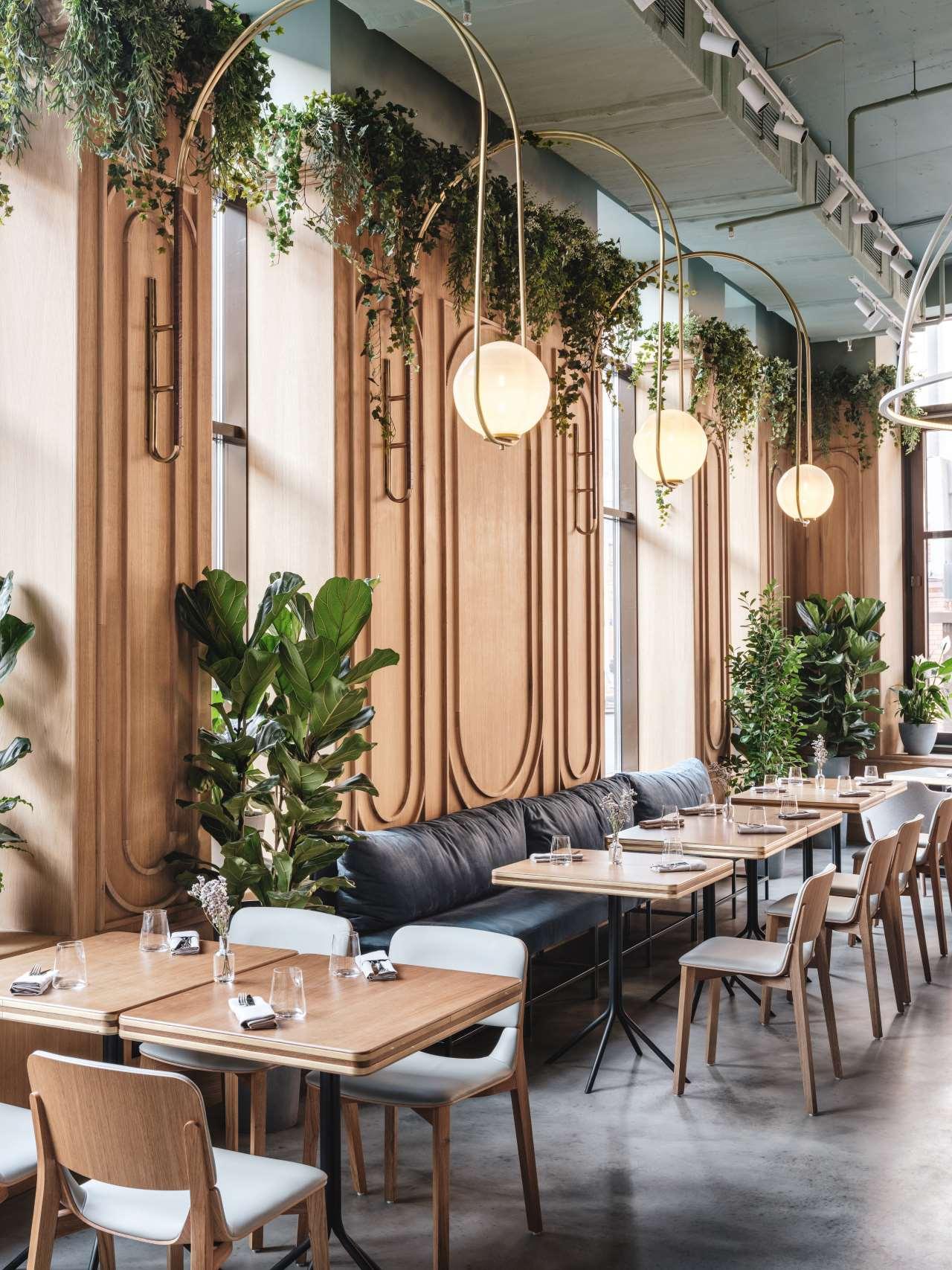 Moscow S The Y Restaurant Embraces Millennials In Nostalgic Allure Yatzer Modern Restaurant Interiores De Restaurante Interiores De Cafeteria