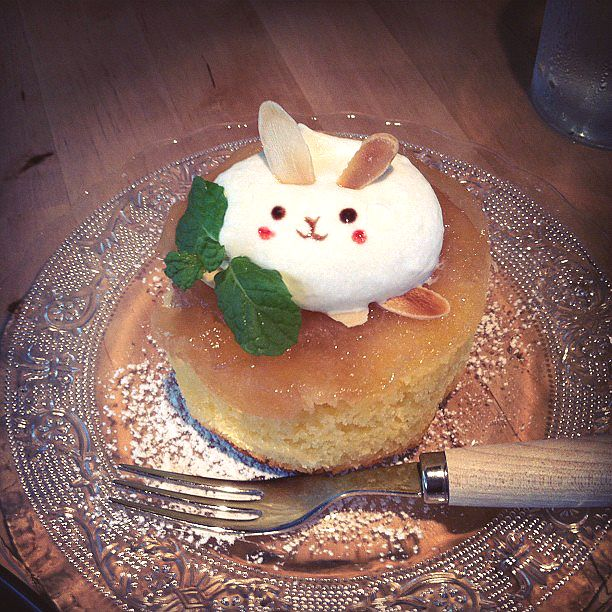 angelique jennifer, cute cake in a Japanese cafe.