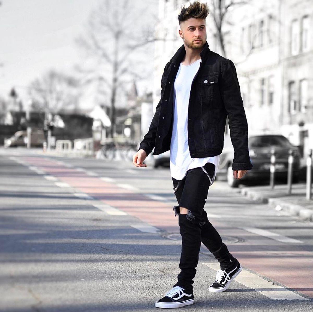 34bff55d653 Look masculino com pegada Street Style. Veja mais dicas de moda para  combinar sua roupa com o tênis Vans Old Skool no blog Marco da Moda - Foto   Tobias
