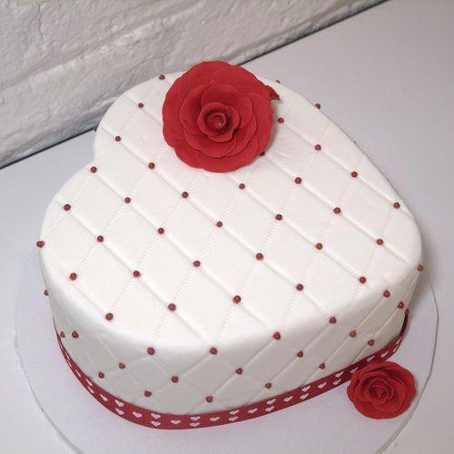 Heart Shaped Valentine Cakes Google Search Fondantcake Cake