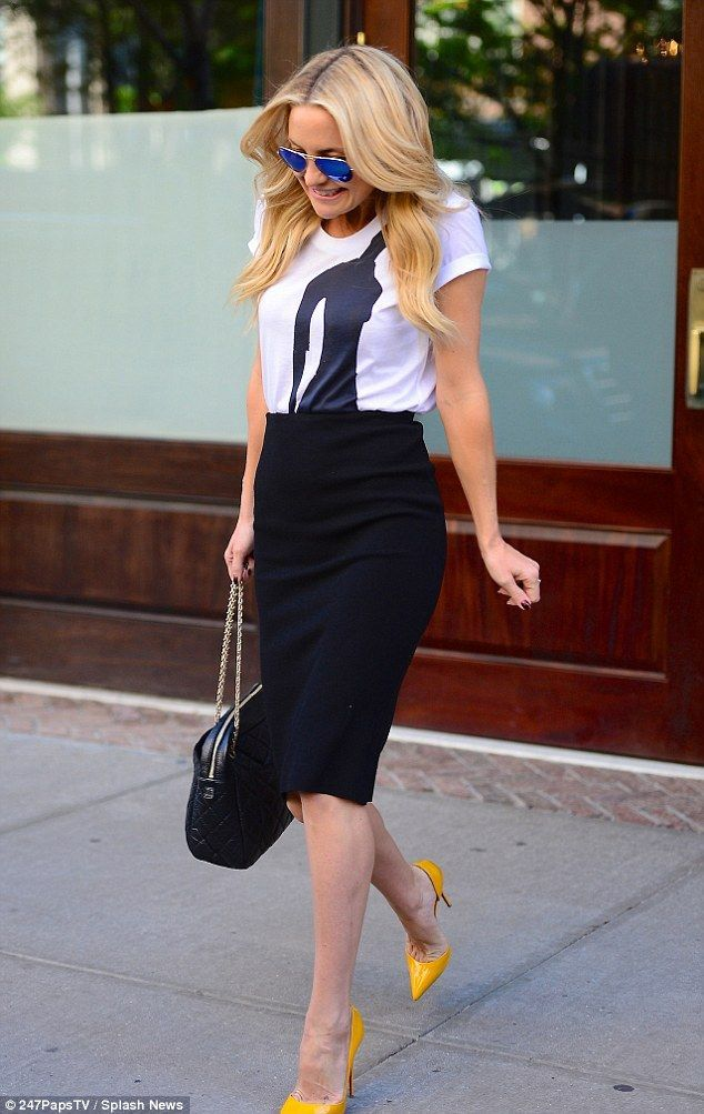 Kate Hudson looks chic in yellow stilettos and tight pencil skirt