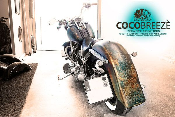 Custompainting, Airbrush, Pinstriping, Lettering, Metal Flake und co. - COCOBREEZÉ - Custompainting, Airbrush, Pinstriping, Lettering, Metal Flake und co.