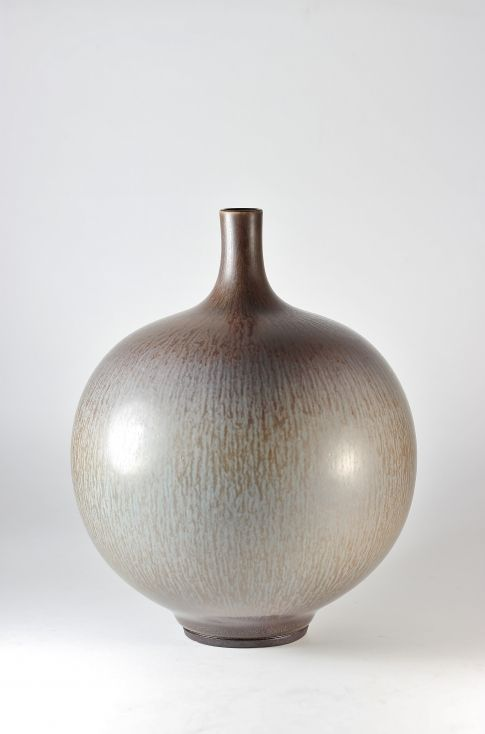 Sphere vase by Berndt Friberg Berndt Friberg was inspired by traditional Chinese and Japanese glazes when experimenting his way to his significant rabbit's fur glaze.