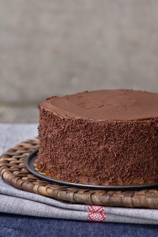 el gato goloso: Torta de chocolate para cumpleaños y un regalo para ti.