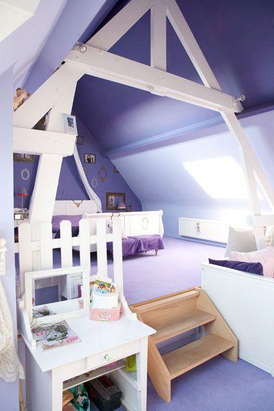 chambre sous toiture mauve sol mur et plafond mauve notre dame pinterest sous toiture. Black Bedroom Furniture Sets. Home Design Ideas