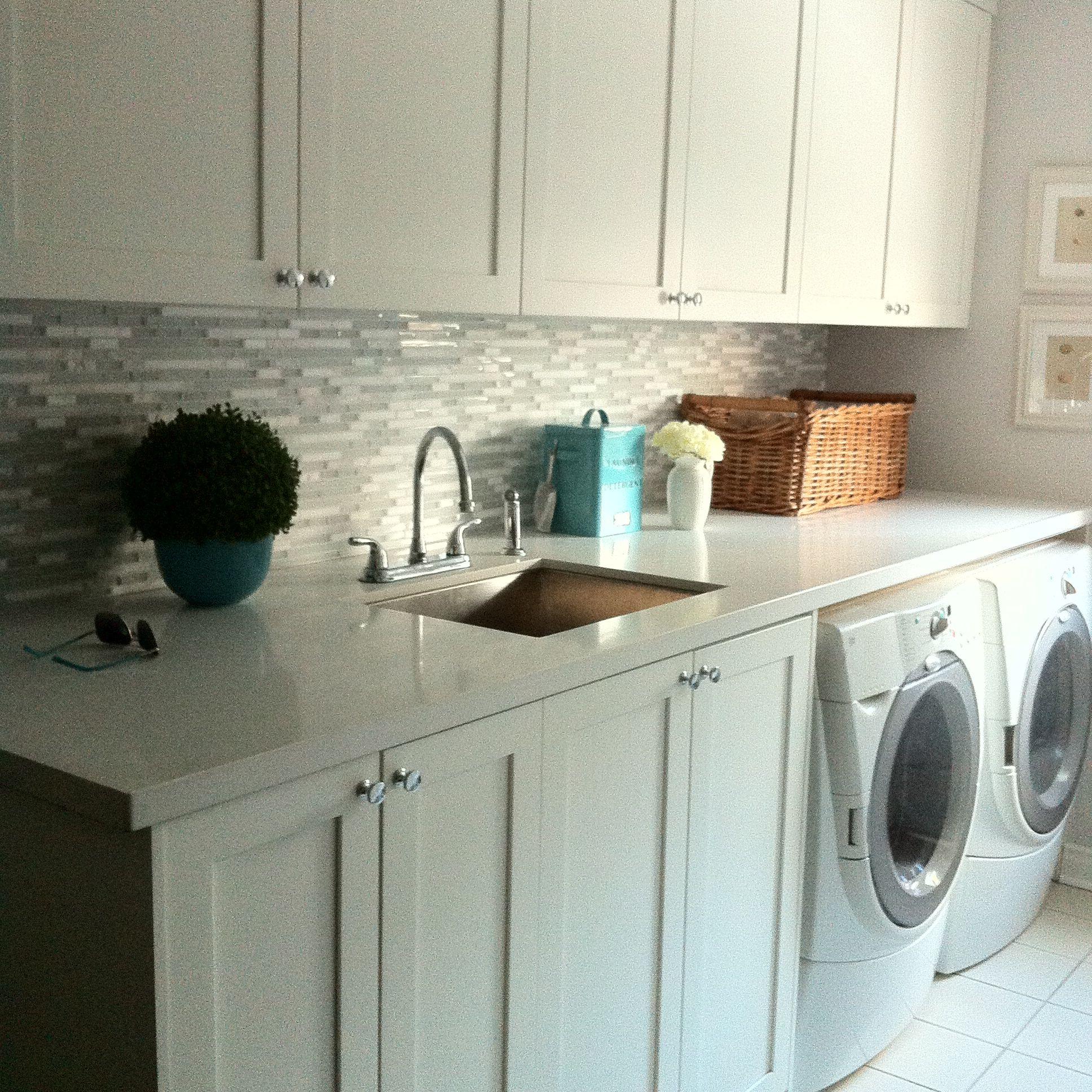 Sarah richardson farmhouse mudroom - Bm Simply White Laundry Room Cabinets Teal Accents Walls Sarah Richardson For Para
