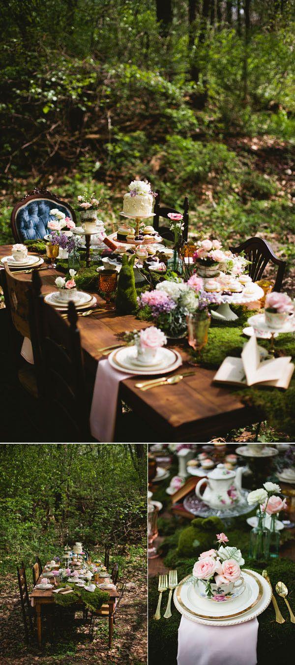 Decor de table en mousse naturelle alice au pays des - Mousse decoration ...
