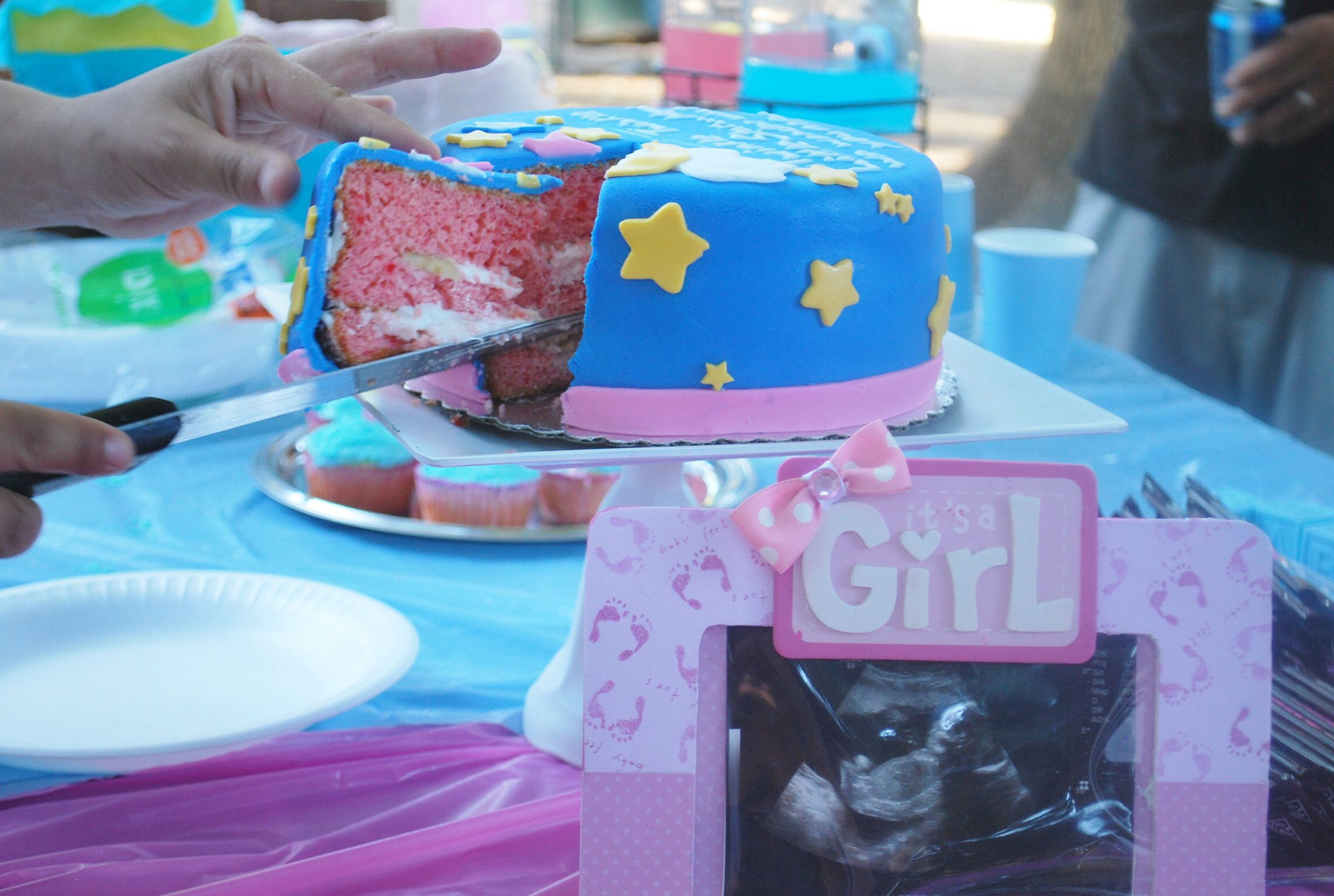 #itsagirl gender reveal cake