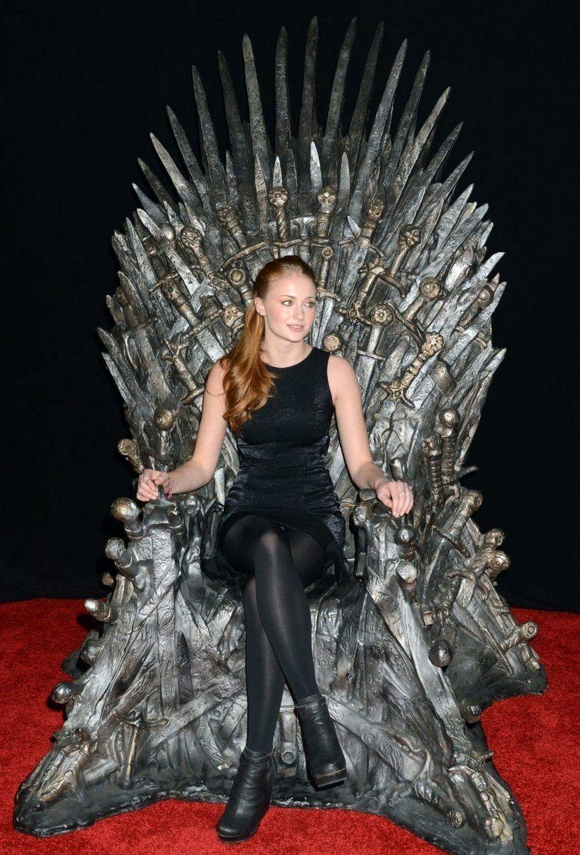 mau-tampil-ala-westeros-fans-game-of-thrones-masuk