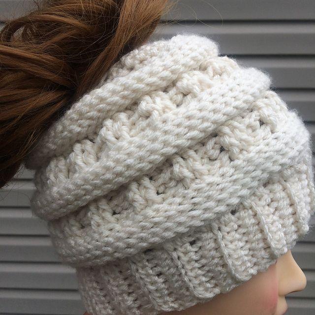 Apex Messy Bun Hat pattern by Jen Causley   Pinterest   Gorro tejido ...
