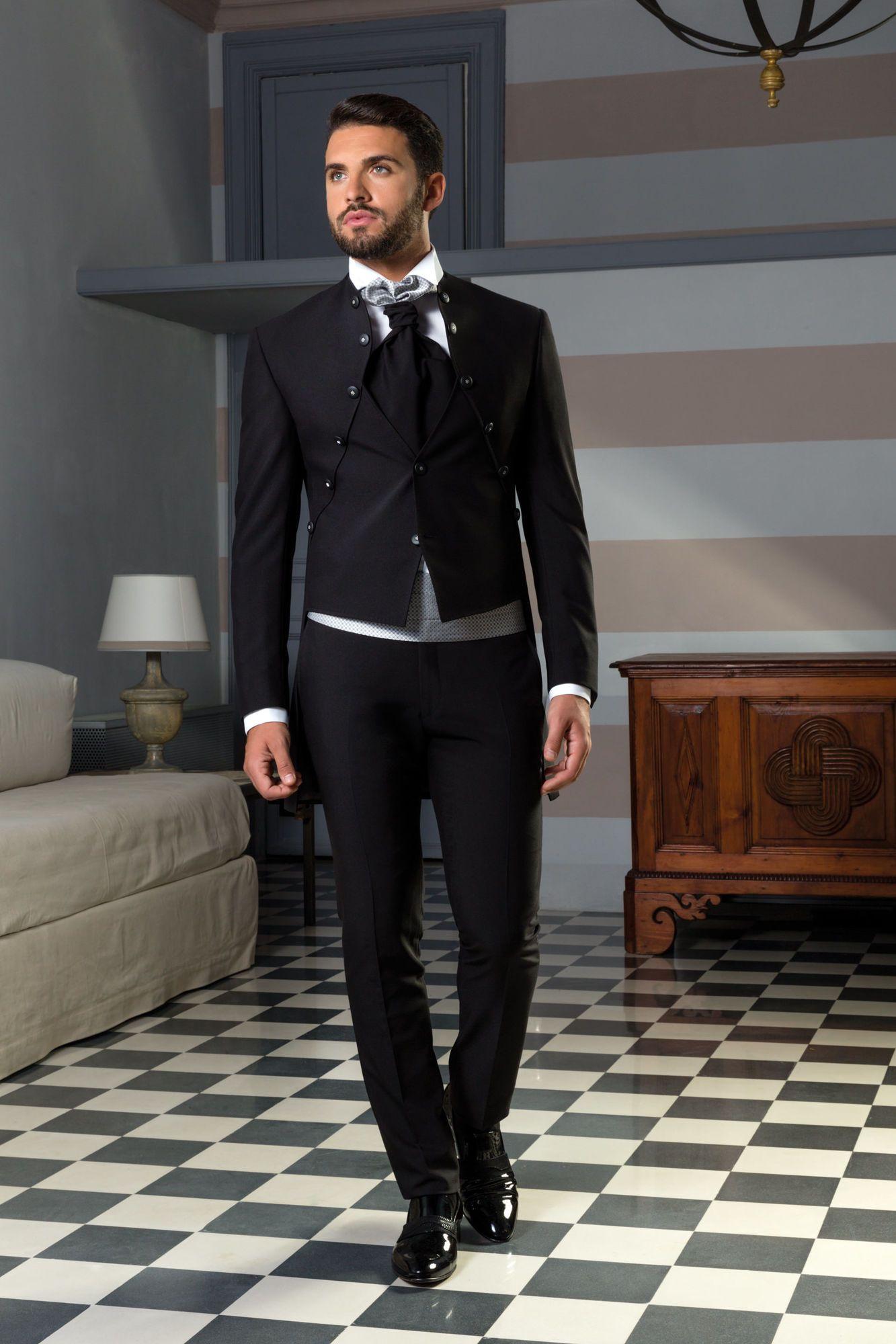 Vestito Matrimonio Uomo Nero : Vestito da sposo nero con giacca redingote gilet incorporato e