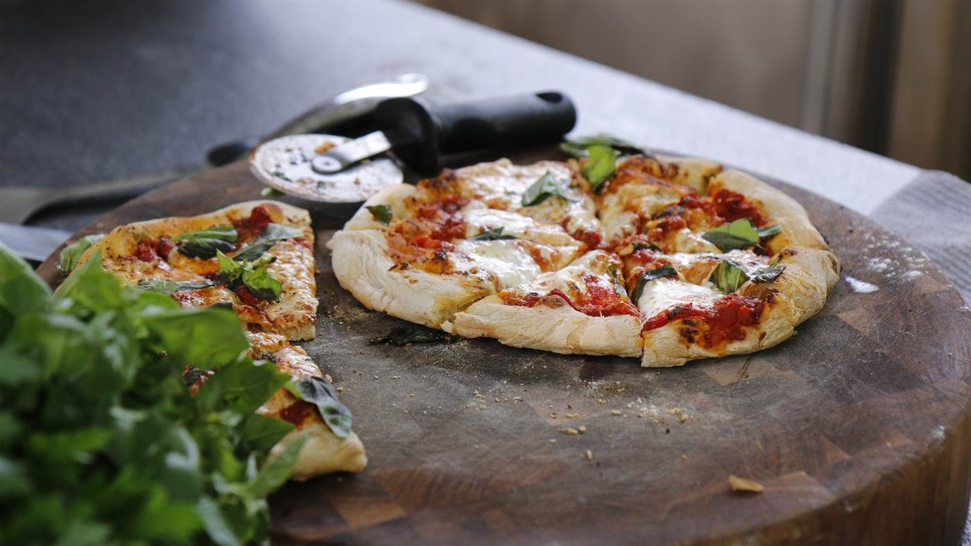 Bobby Flay's Pizza Margherita Recipe Food recipes