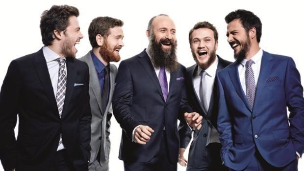 MUHTEŞEM'İN 9 SARAYLISI 26 MART 2014 50'yi aşkın ülkede yayınlanan dizinin erkek oyuncuları ilk kez birlikte poz verdi. Halit Ergenç, Ozan Güven, Mehmet Günsür, Aras Bulut İynemli, Engin Öztürk, Tolga Sarıtaş, Selim Bayraktar, Sarp Akkaya ve Serkan Altunorak, merakla beklenen final öncesi saraydan çıkıp GQ Türkiye için stüdyoya girdi. http://kelebekgaleri.hurriyet.com.tr/galeridetay/80841/2368/1/muhtesemin-9-saraylisi-26-mart-2014