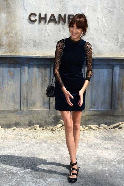 Alexa Chung at Chanel. Den klänningen!