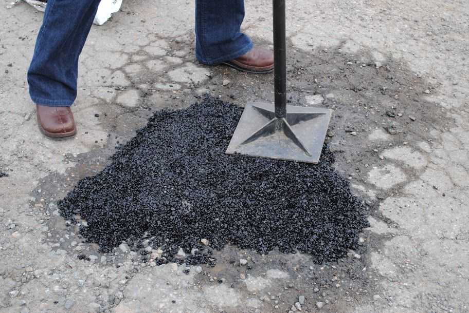 Water Filled Pothole Repair Driveway Repair How To Install Pavers Paving Contractors