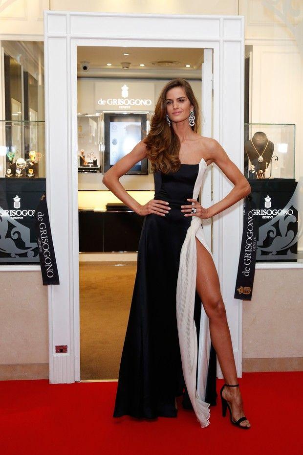 47b155ab736 Izabel Goulart em Cannes com vestido com fenda. Lembraram de Angelina  Jolie  Sim!