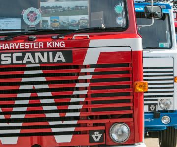 SCANIA WORLD RECORD ATTEMPT- Convoy in the Park Truck