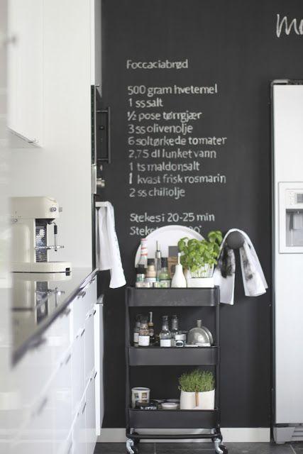 Peinture tableau noir sur le mur de la cuisine / Blackboard paint on the kitchen wall