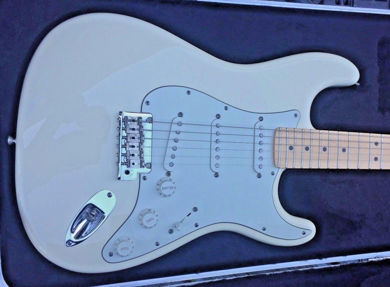USA Fender 2009 American Standard Stratocaster Guitar White   Guitar ...