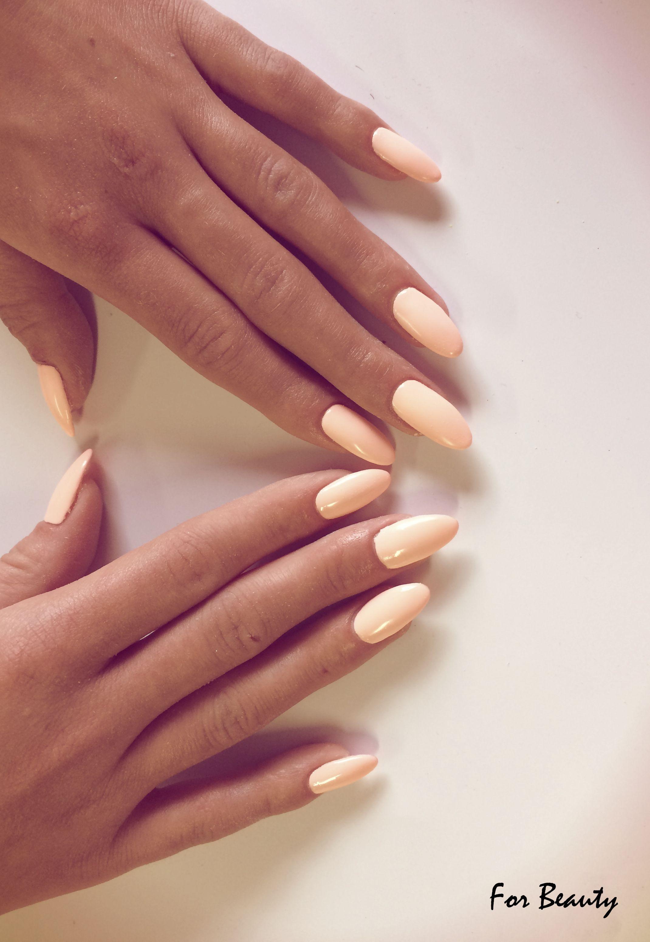 pastelowe paznokcie na wiosnę salon kosmetyczny For