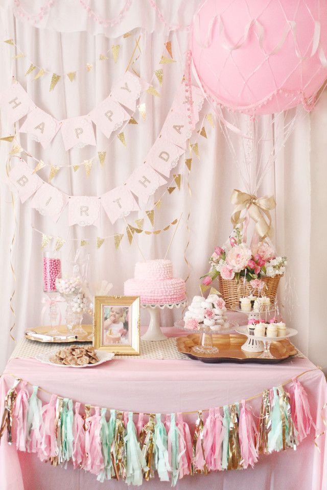 Nós amamos esse aniversário lindo mesa de doces com bolo | Rosa e dourado | Blush & Dourado
