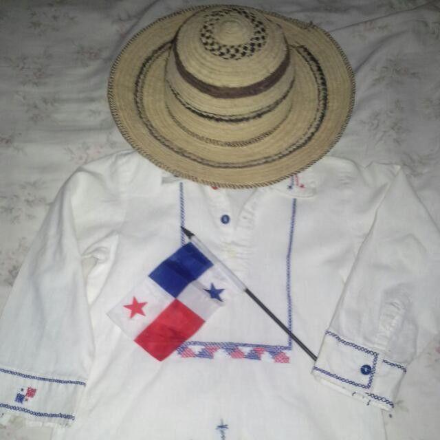 Camisilla con bordados al estilo típico. Ideal para las fiestas patrias panameñas o para lucirla en cualquier celebración con inspiración folklorica.