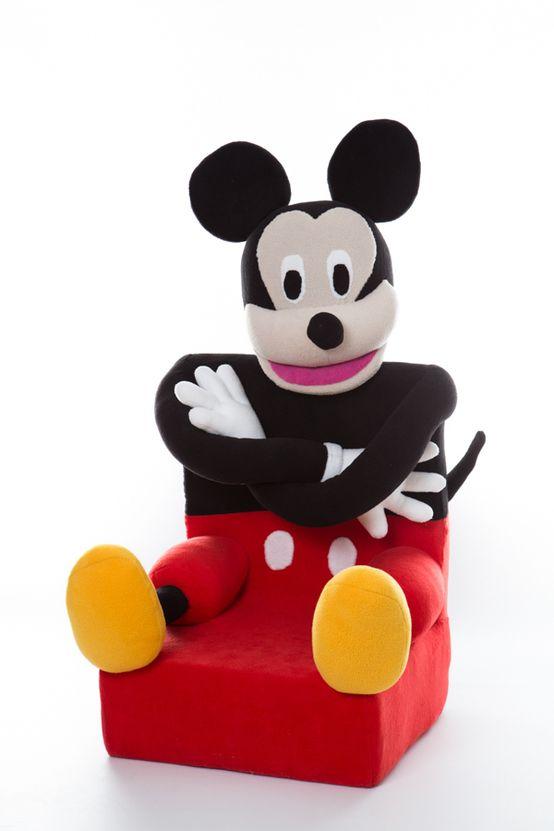 Fotel myszka miki, pokój dziecięcy, meble do pokoju dziecięcego. Zobacz więcej na: https://www.homify.pl/katalogi-inspiracji/27917/akcesoria-do-domu-w-sam-raz-na-dzien-dziecka