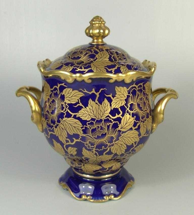 bonboniere rosenthal 30er jahre kobaltblau mit goldenen blumen und bl ttern an astwerk. Black Bedroom Furniture Sets. Home Design Ideas