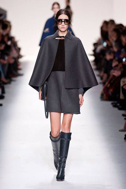Valentino F/W 2014 wauw! cape en rok van hetzelfde materiaal!