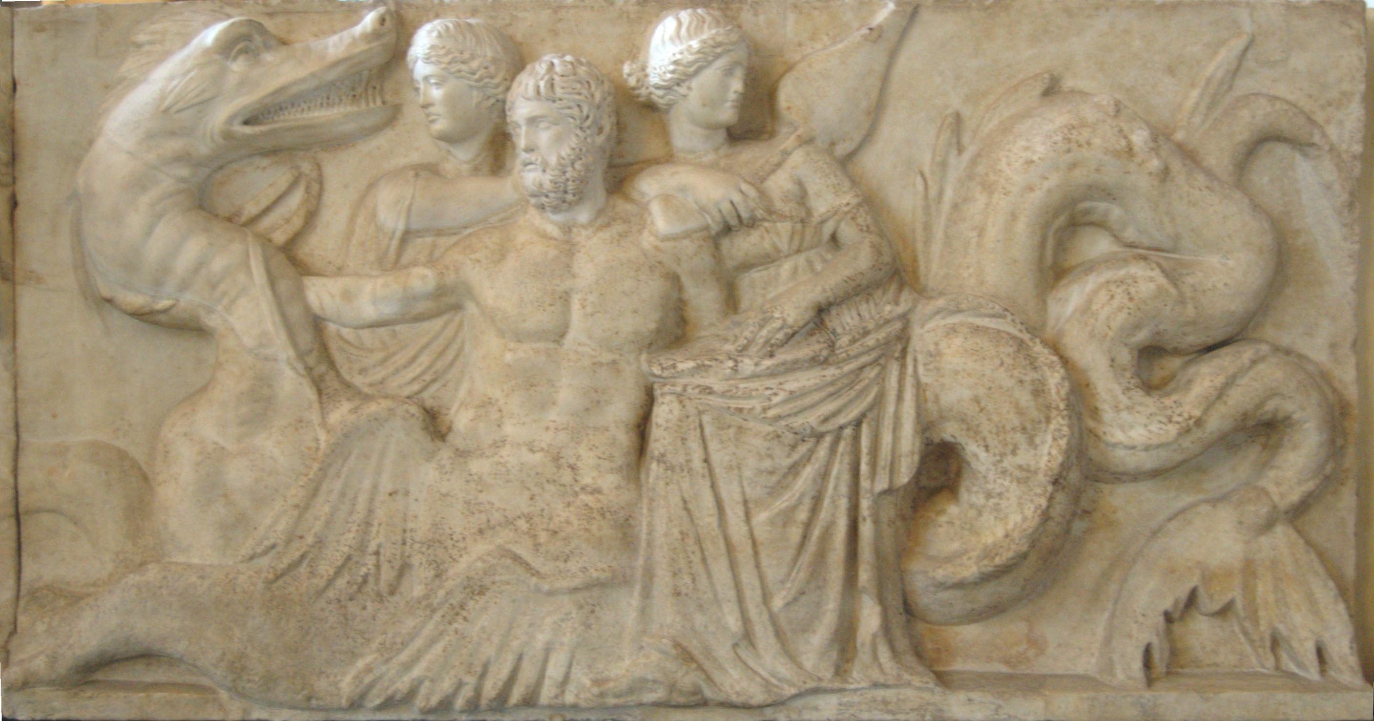 Thiasos en el llamado Altar de la escultura Domicio Ahenobarbo romana es una obra de finales del republicano conservada en cuatro losas conservados en parte, en el Museo del Louvre en París, y en parte a la Glyptotek en Mónaco.