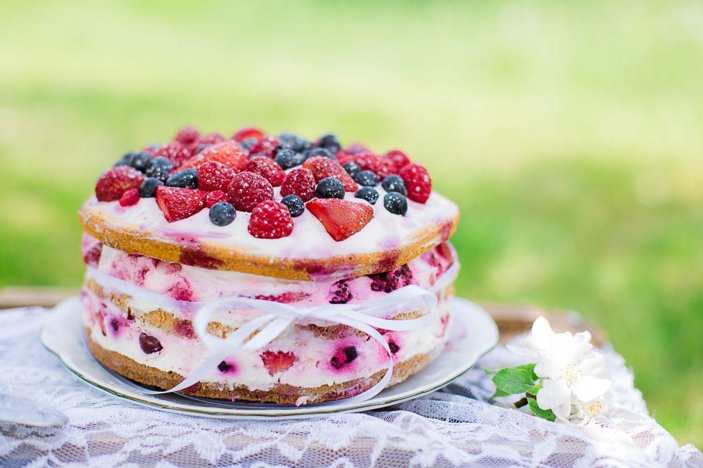 Naked Cake Mit Beeren Und Quark Als Hochzeitstorte