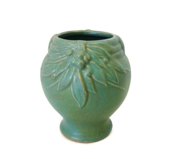 Vintage Mccoy Vase Green Leaves And Berries Pattern 1930s