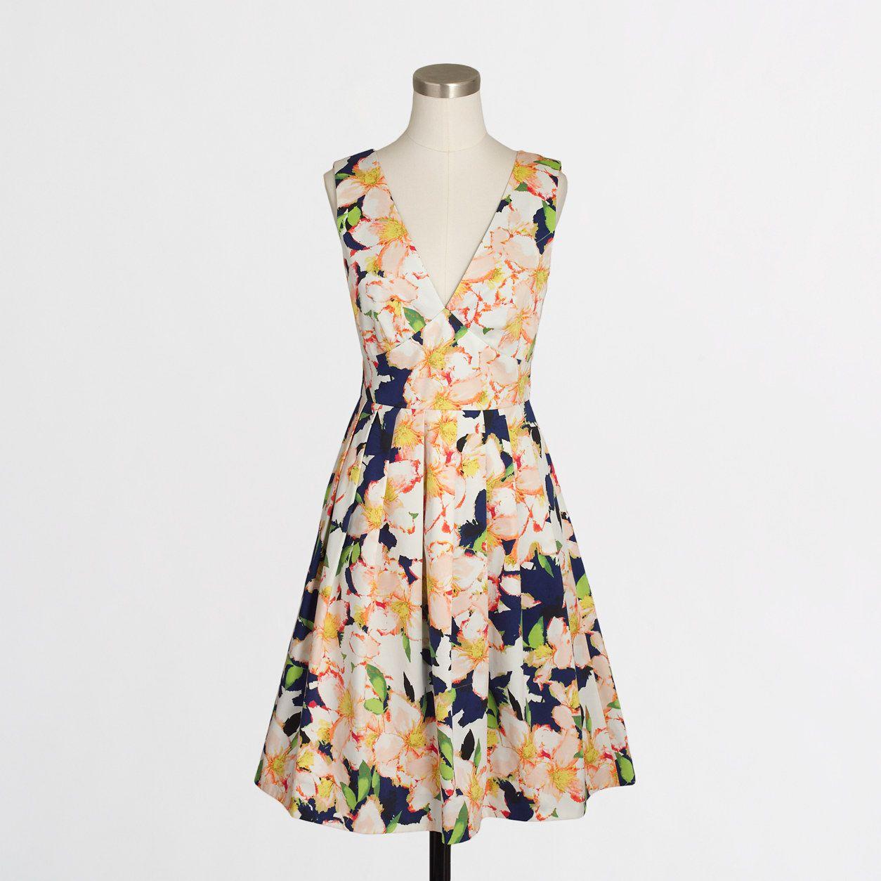 639230c7c75 Sateen V-neck dress in floral   FactoryWomen Party Dresses