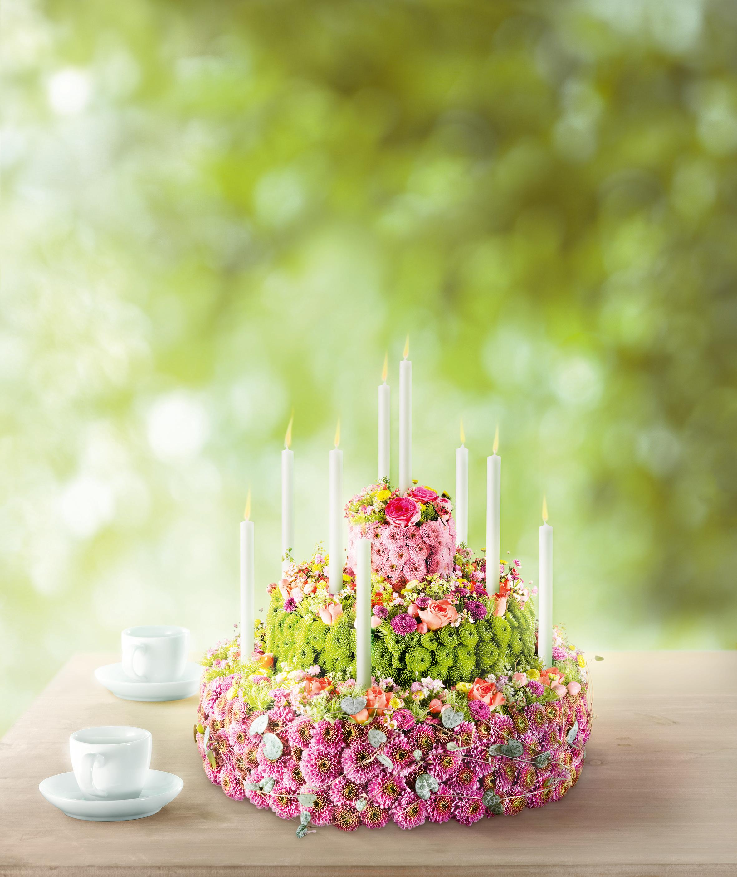 Blumentorte Weil Heute Dein Geburtstag Ist Ein Besonderer Mensch Ein Besonderer Tag Ein Einzigartiges Geschenk Fur Di Blumen Kerzen Verzieren Blumen Torte