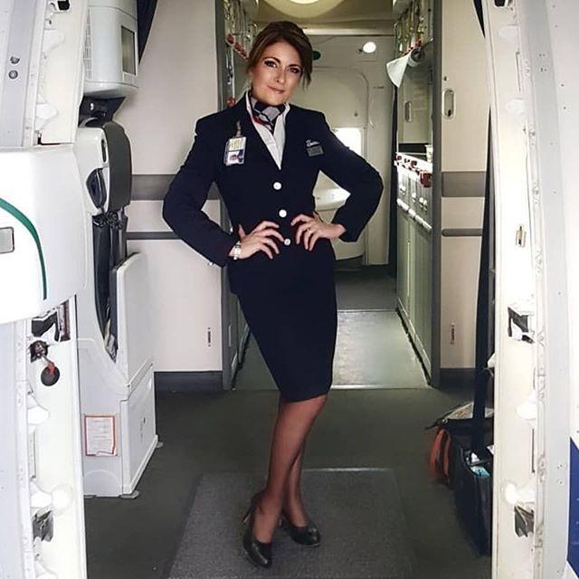Пассажир трахает стюардэссу
